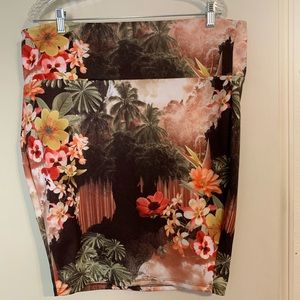 Torrid Floral stretchy pencil Skirt size 2